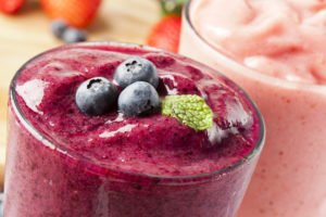shutterstock_118653538 blueberry smoothie