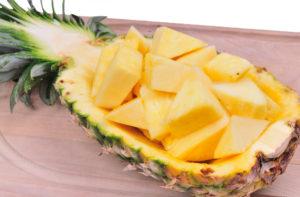 shutterstock_22702243 pineapple chunks